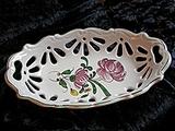 Corbeille à pain ajourée, décor à la grande rose