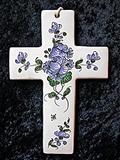 Croix faïence à suspendre décor à la rose bleue